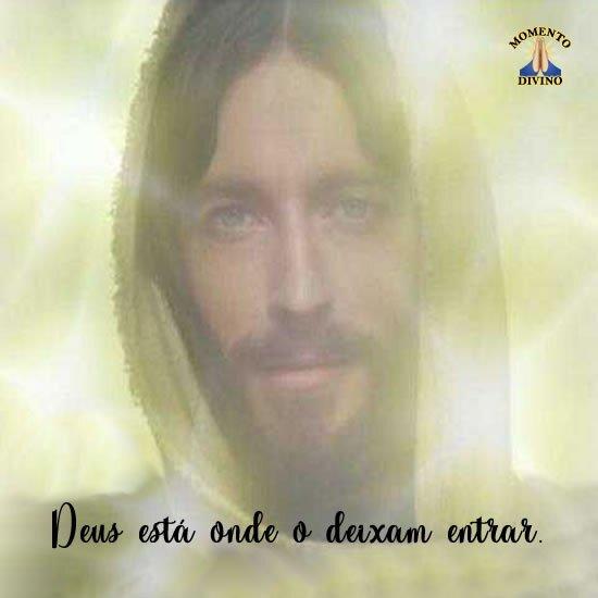 Deus está